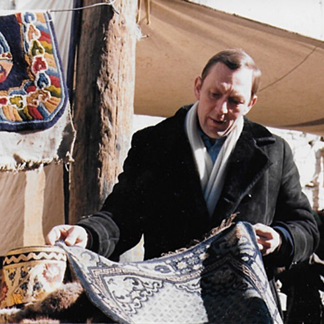 man selects rugs and kilims at the bazar in Istanbul